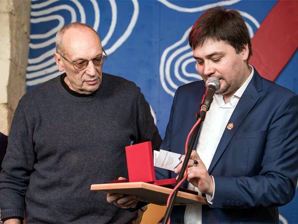 Вручение Саше Кругосветову медали Российской литературной премии