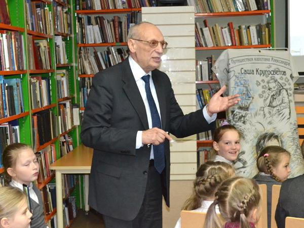 Выступление в Библиотеке семейного чтения города Ломоносова
