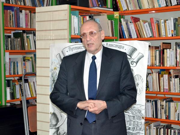 Саша Кругосветов в Библиотеке семейного чтения города Ломоносова
